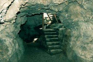 Entrada a la Cueva del Viento-Sobrado